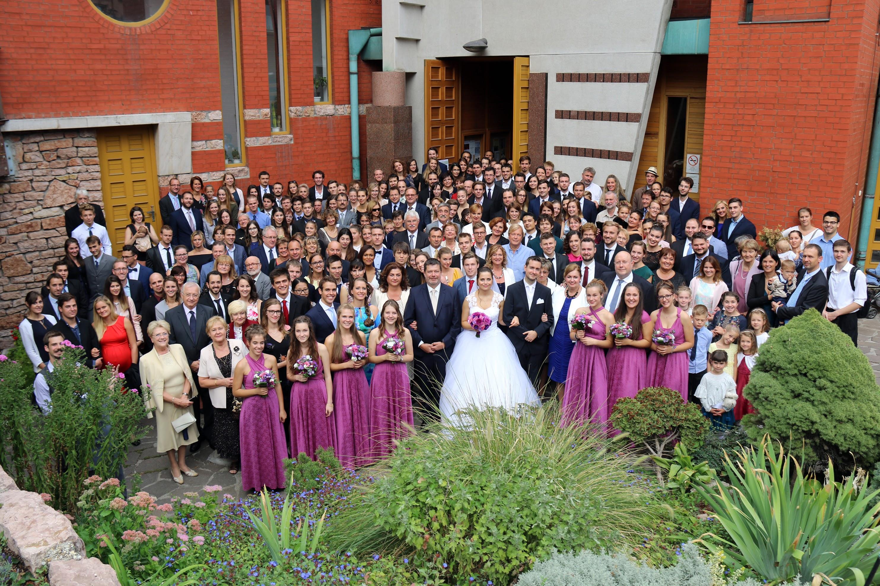 csoportkép esküvőn
