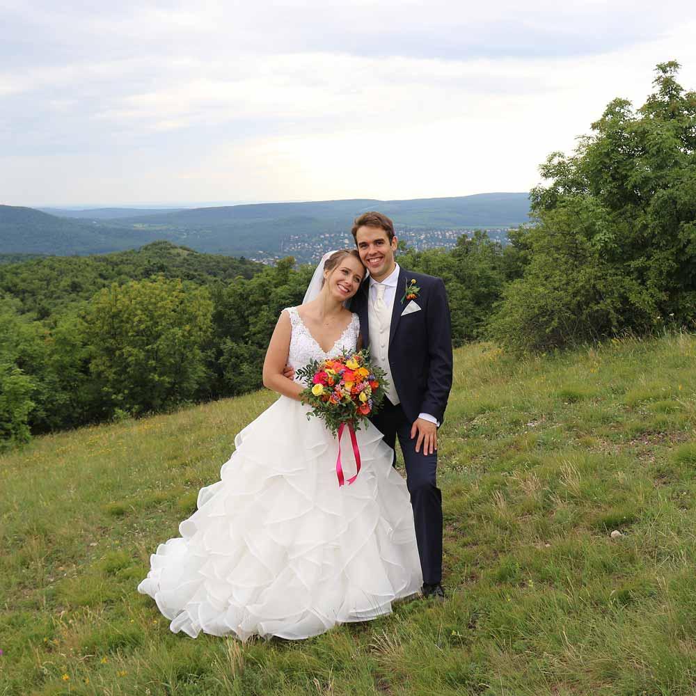 lepelfelhő esküvő