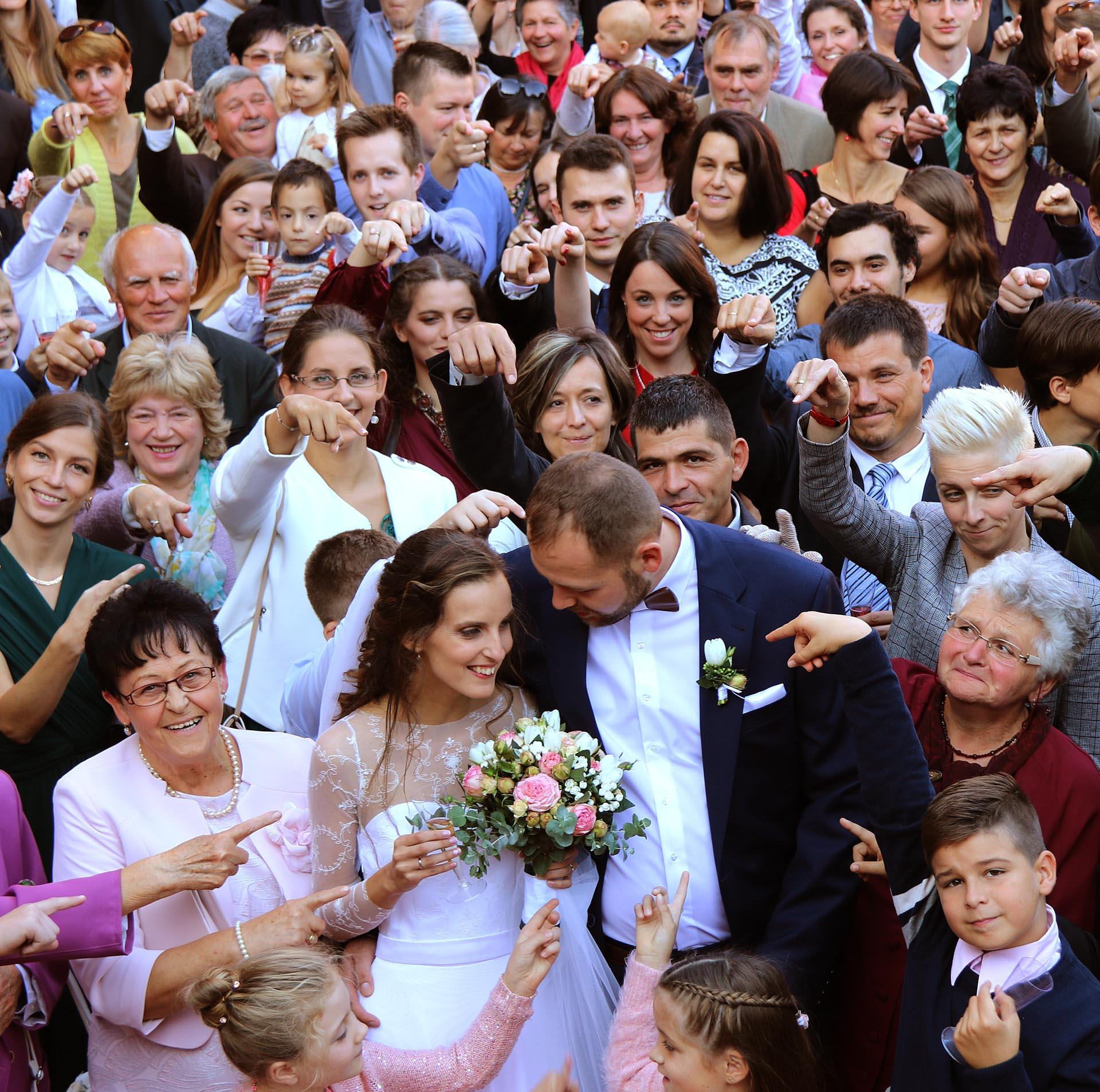 Csoportkép az esküvőn
