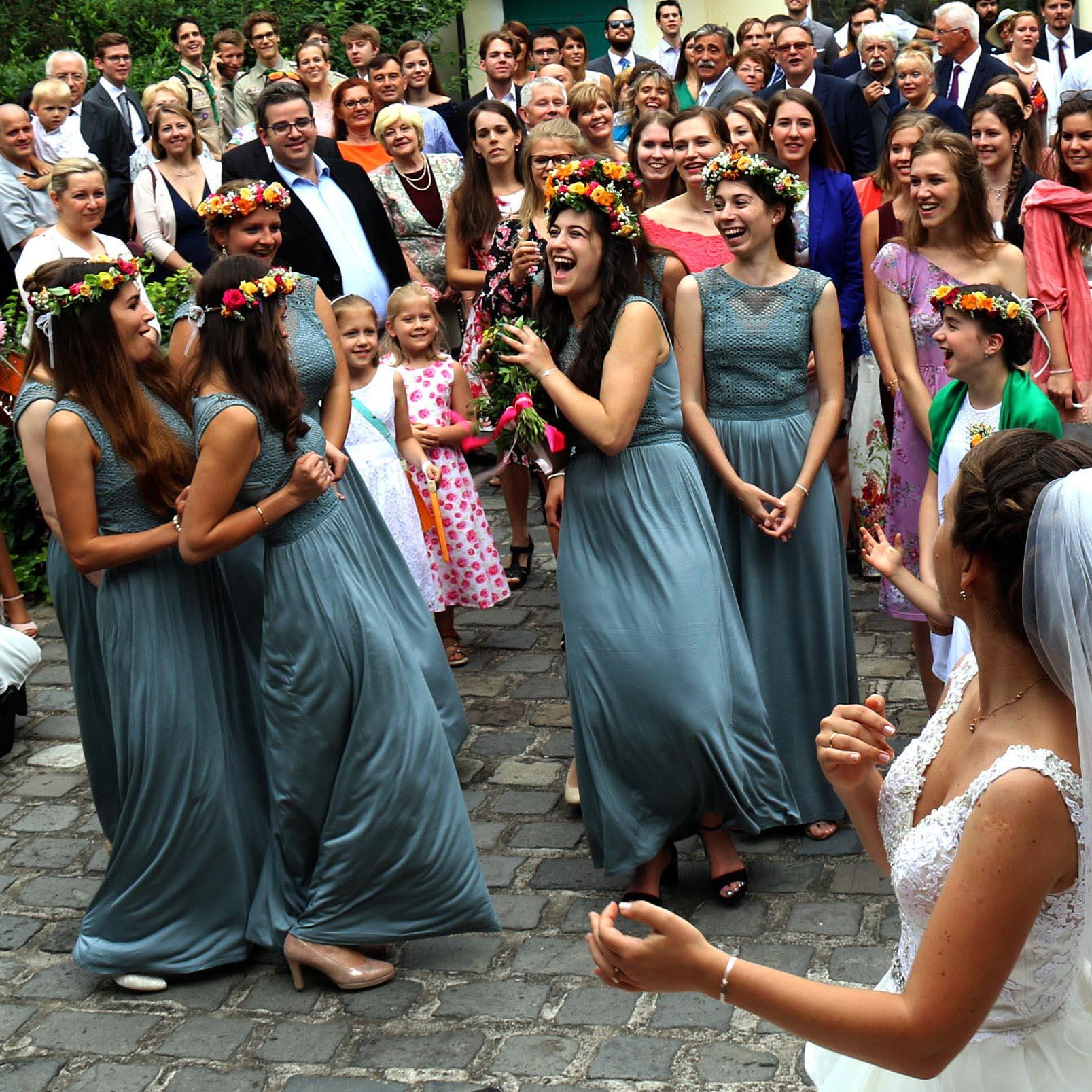 esküvői csokor elkapása