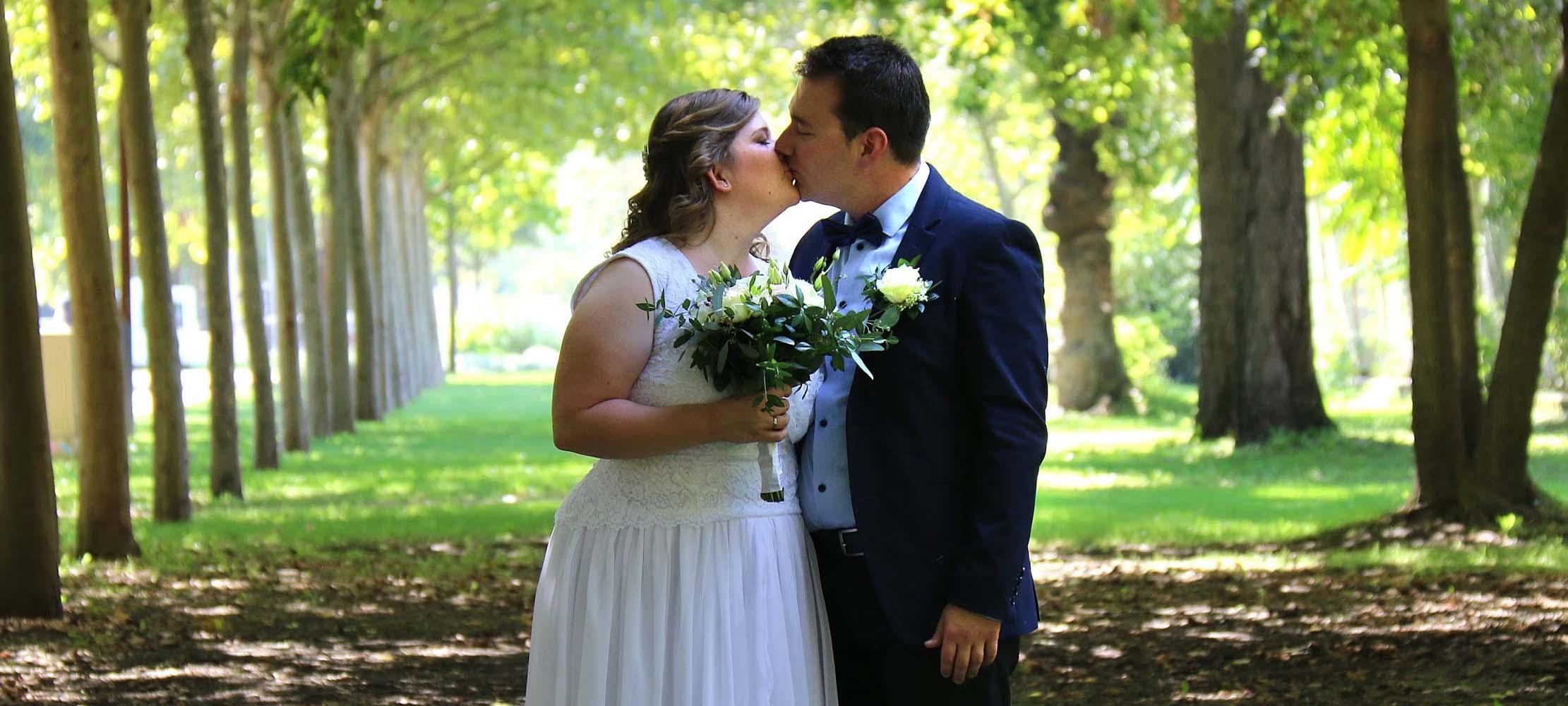 Session esküvő fotó a kopaszi gáton, fasor esküvős választása